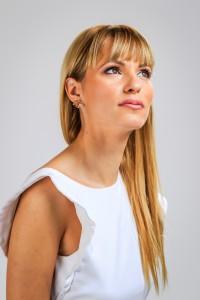 Aleksandra Krstic Dubai female pianist singer b